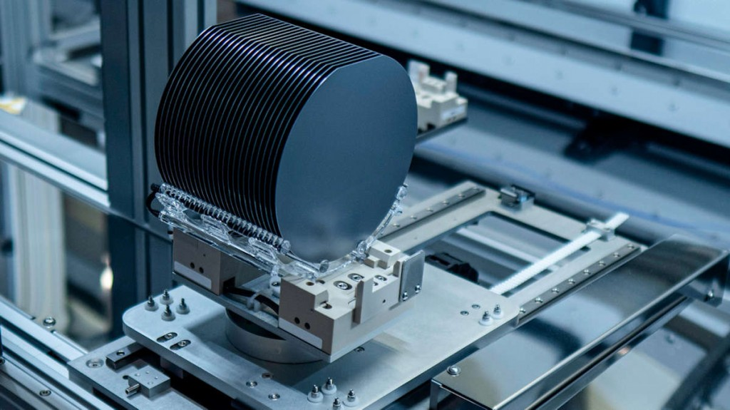 Advantages of Measuring Semiconductor Thin Film Thickness with Capacitance