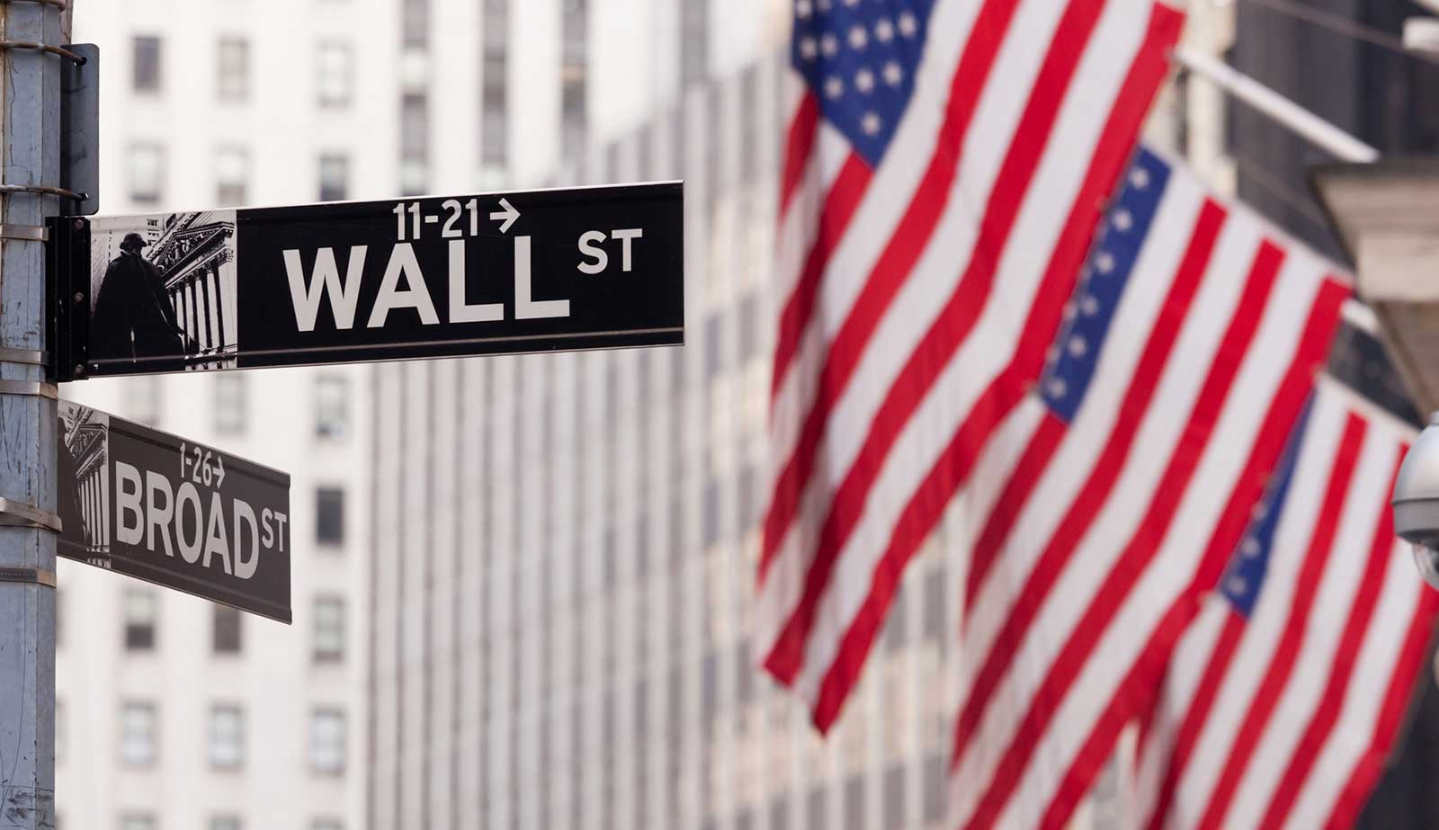 Wall st and US flags